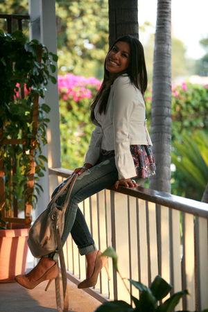 BCBG shoes - Forever 21 jeans - Forever 21 shirt - H&M bag