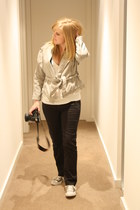 heather gray Fin Oslo jacket - white Ladakh top - black Just jeans jeans - periw