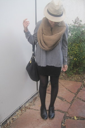 camel Forever 21 scarf - heather gray H&M top - black vintage bag - black Vintag