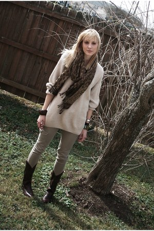 dark brown cowboy vintage boots - beige oversized thrifted sweater - brown leopa