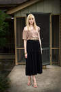 Light-brown-forever-21-t-shirt-black-maxi-wet-seal-skirt