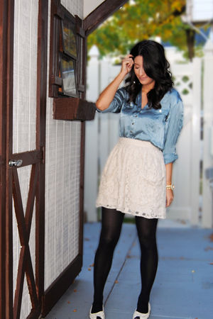 blue H&M blouse - beige UO skirt - beige Forever 21 shoes