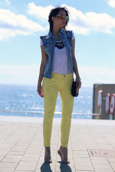denim Stradivarius vest - Stradivarius pants - Stradivarius sandals