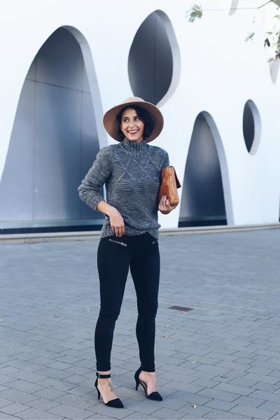 charcoal gray TMX sweater - black twist&tango jeans - tawny Aïta bag