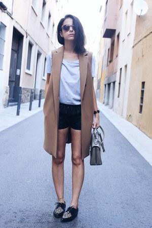 Mango coat - Twist & Tango shorts - Emma Go flats
