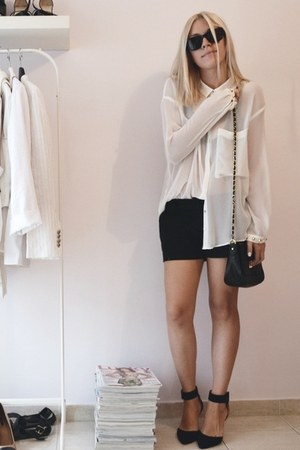 off white Zara shirt - black chain bag asoscom bag - black Zara sandals