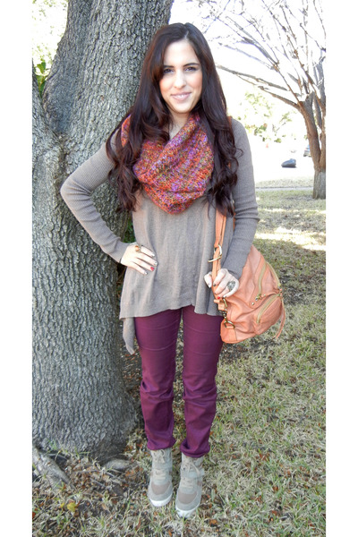 maroon jeans - taupe sweater - multi scarf - taupe sneakers