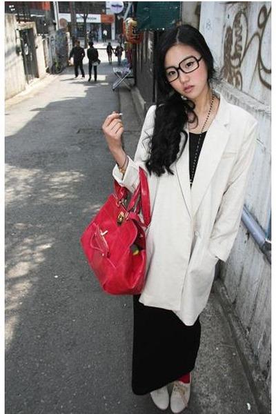 eggshell oversized 4 chi blazer - red PG Beauty bag - black oversized Murati gla