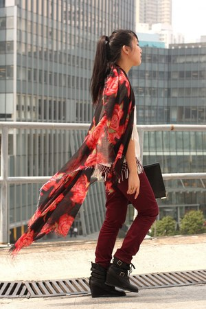 red Hong Kong scarf - brick red H&M pants