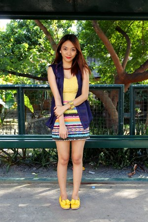 yellow polka dots Clothepedia top - light yellow aztec Bubbles skirt