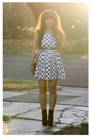 black boots - white dress - black vintage bag