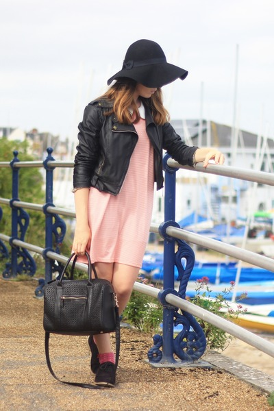 leather Ebay jacket - Ebay dress - Primark hat - tote Primark bag - Zara socks