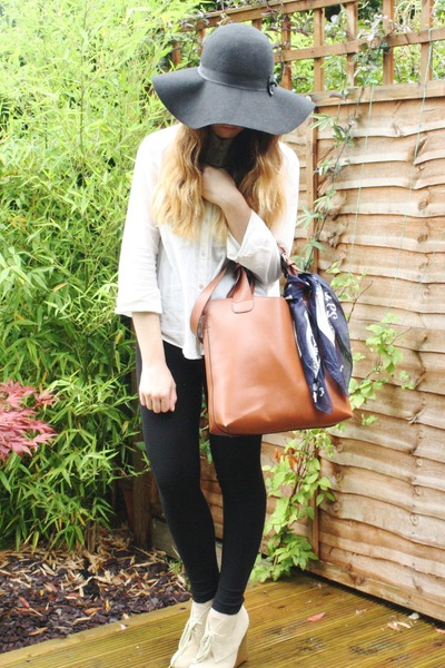 black Primark hat - black Topshop leggings - ivory H&M shirt - tawny Ebay bag