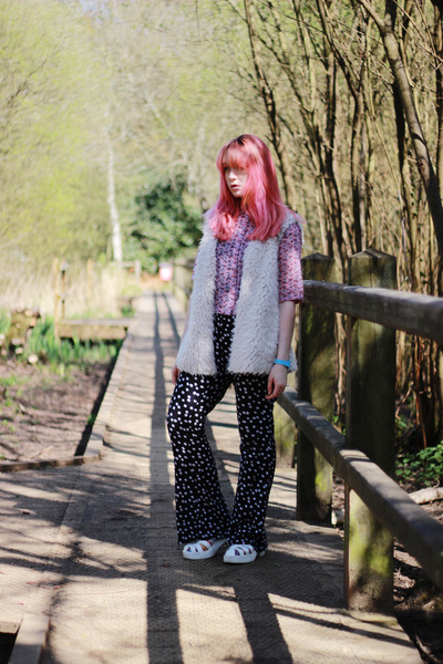 bubble gum paisley Hearts and Bows shirt - dark gray flare asos pants