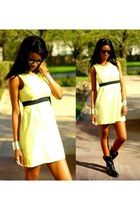 yellow H&M dress