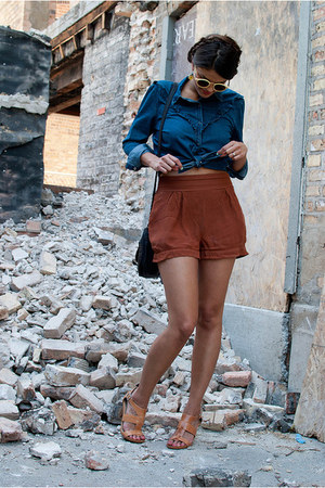 brown Urban Outfitters shorts - blue Gap shirt