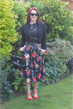 floral skirt Pretty Dress Company skirt - red heels Miss Kg shoes