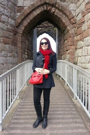 navy Tahari coat - black Gap jeans