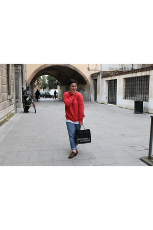 light blue vintage jeans - coral vintage sweater - dark brown griffis flats