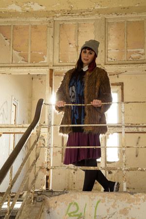 tan faux fur TFNC coat - magenta midi shiny Primark skirt