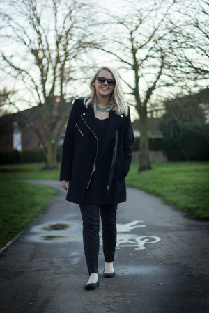 black Dorothy Perkins coat