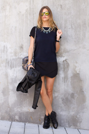 black sam edelman boots - navy Zara t-shirt - black necessary clothing skirt