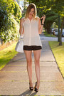 White-zara-bag-black-zara-shorts-black-zara-heels-peach-forever-21-top