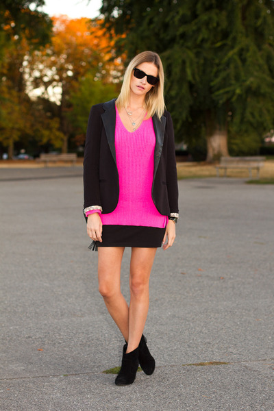 748be00fcc2 black Urban Outfitters boots - hot pink Zara sweater