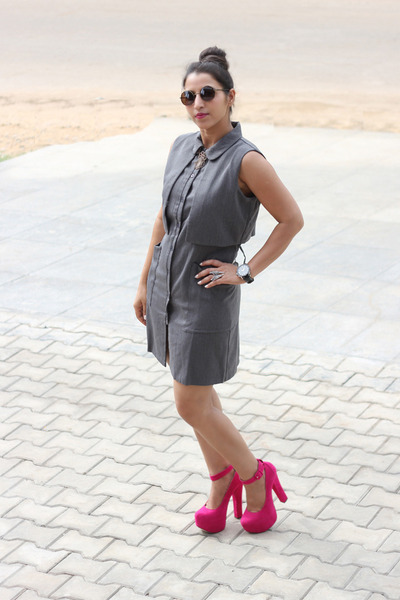 Hot Pink Shopakira Heels Charcoal Gray Rooja Dresses | &quotFresh