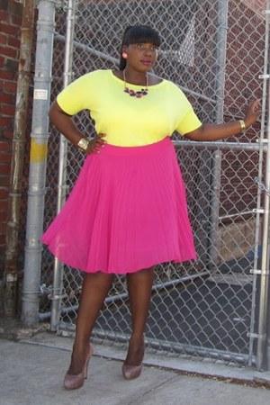 light pink glitter Vince Camuto heels - yellow cropped Loft sweater