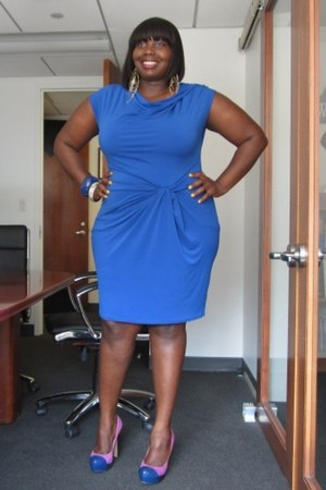 blue ruched Michael Kors dress - pink cap toe Vince Camuto shoes
