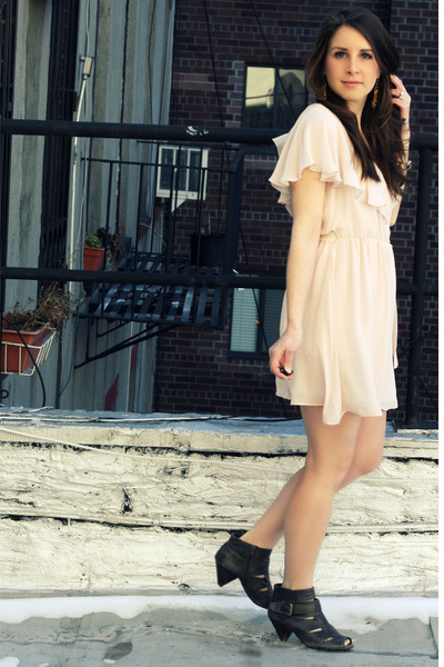 pink Topshop dress - brown Zara shoes - gold Rachel Leigh earrings