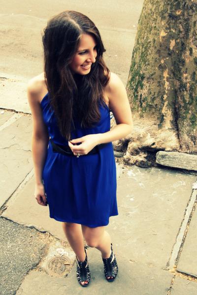Blue Yigal Dresses Black Bcbg Shoes Black Burberry Belts Y Is