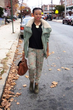 olive green slouchy jacket - army green boots - tawny bag - black t-shirt