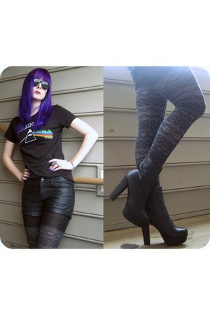 black pleather Forever21 shorts - black platforms Steve Madden boots