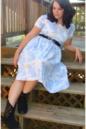 blue vintage sui generis dress - black f21 boots