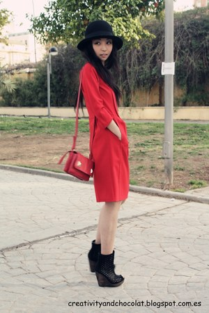 Bimba&Lola dress - H&M hat - Zara bag - Bershka wedges