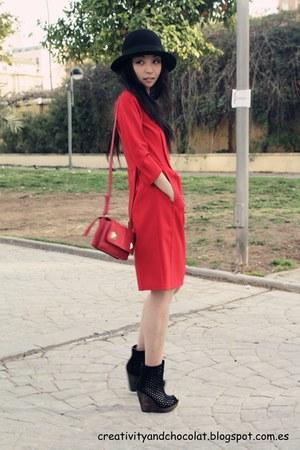 Bimba&Lola dress - H&M hat - Zara bag - Bershka wedges