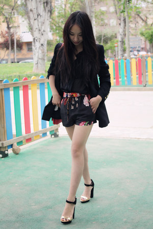 Zara bag - Mango blazer - Zara shorts - Zara sandals - Massimo Dutti blouse