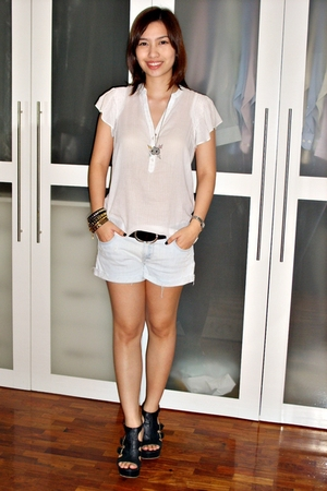 black bracelet - sm dept store shoes - Forever 21 shorts - tokidoki necklace