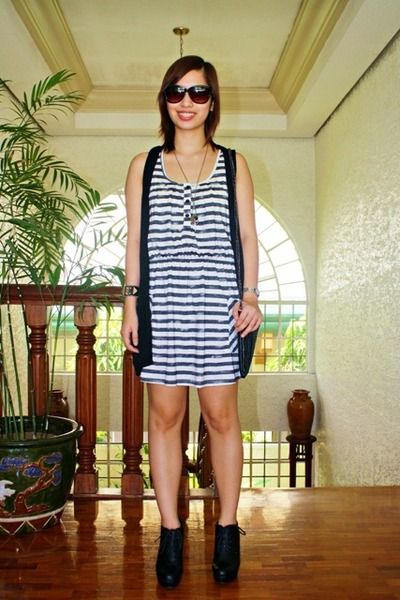 Forever 21 dress - Forever 21 shoes - Mango vest - purse