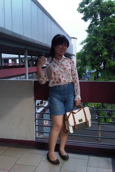 Flower Shirts shirt - cream Doctor Bag bag - navy Mickey Denim shorts