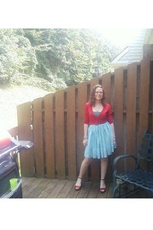 red jacket - green shirt - blue hand-me-down great grandmothers dancing skirt sk