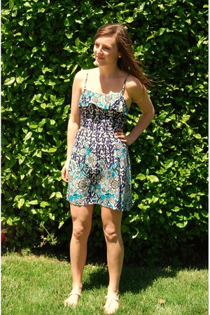 printed Target dress - white Steve Madden sandals