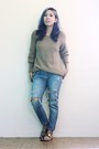 Blue-ripped-denim-thrifted-jeans-brown-knitted-thrifted-sweater