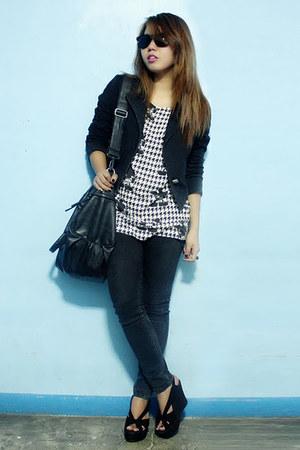 black Jag jeans - black thrifted blazer - thrifted Uniqlo shirt - black wedges