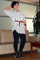 off white H&M shirt - tawny H&M belt - navy Forever 21 jeans