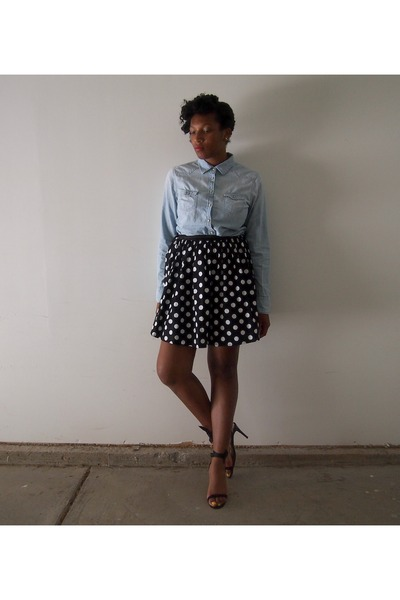 sky blue shirt - black poika dot skirt
