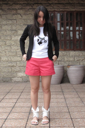 black matt jersey Giordano Ladies blazer - white shoes - pink U shorts