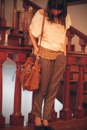 tawny Mulberry bag - white oversized loose Zara t-shirt - brown tweed trousers H